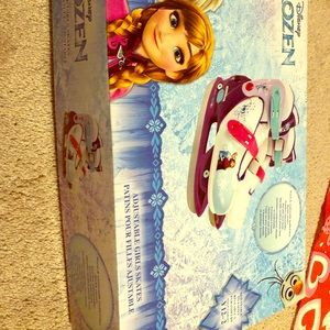 2 pairs of Expendable Frozen and Princess skates.